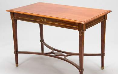 A Directoire-style mahogny table from early 20th century.