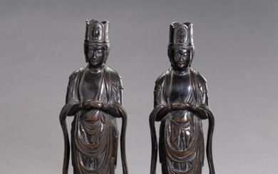 A PAIR OF JAPANESE BRONZE FIGURES DEPICTING KANNON
