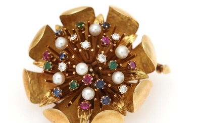 A brooch set with numerous circular-cut sapphires, rubies and emeralds, six brilliant-cut diamonds and seven cultured pearls, mounted in 18k gold. Diam. 4.5 cm. – Bruun Rasmussen Auctioneers of Fine Art