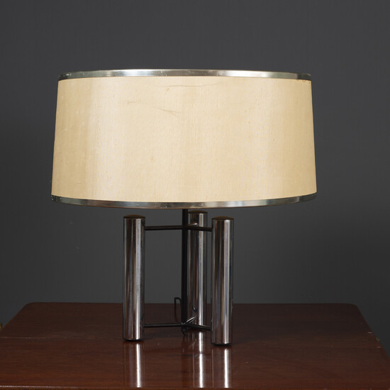 A contemporary chrome plated table lamp