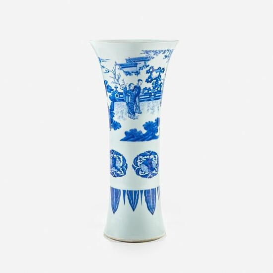 A large finely-decorated Chinese vase