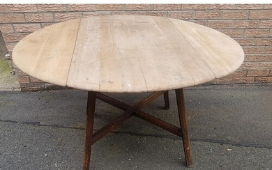 Ercol Drop Leaf Oval Dining Table in need of TLC. Overall s...