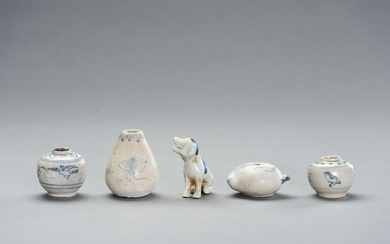 FIVE BLUE AND WHITE PORCELAIN 'SHIPWRECK' WARES