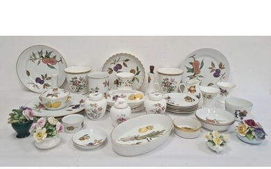 Quantity of Royal Worcester 'Evesham' pattern oven to tablew...