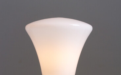 White table lamp in glass and metal