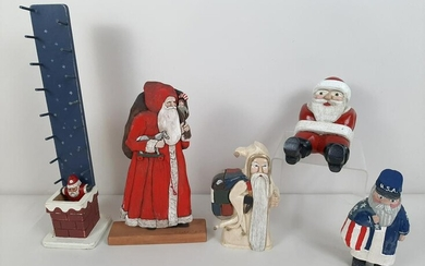 5 Wooden Santa's incl. Hand Carved