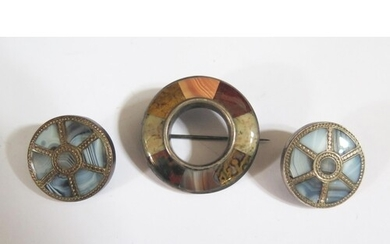 A Pair of Scottish Silver and Agate Brooches with Lempriere'...