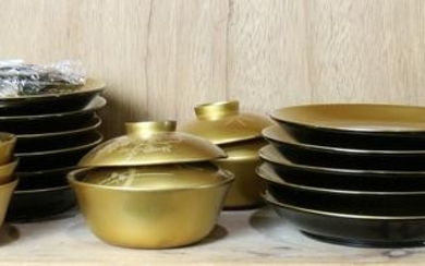 Japanese gilt lacquer lidded tea bowls and dishes