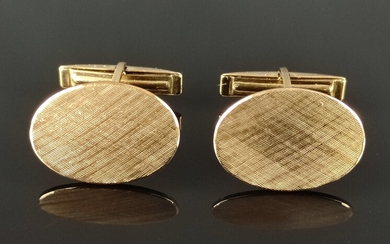 Pair of cuff links, oval frosted plate, 333/8K yellow gold, 8,3g, plate 20x15mm