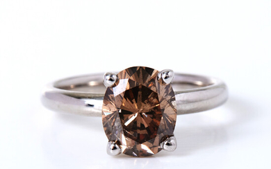 RING, 14 k white gold, 1 oval brilliant cut diamond, approx 2. 53 ct, quality Fancy Orangy Brown / SI2.