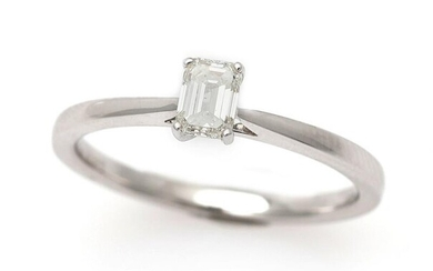 A diamond ring set with a baguette-cut diamond weighing app. 0.41 ct., mounted in 18k white gold. H/SI. Size 53. – Bruun Rasmussen Auctioneers of Fine Art