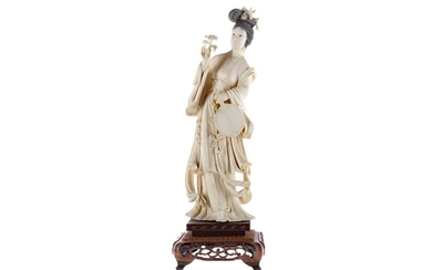 AN EARLY 20TH CENTURY CHINESE IVORY CARVING OF A FEMALE