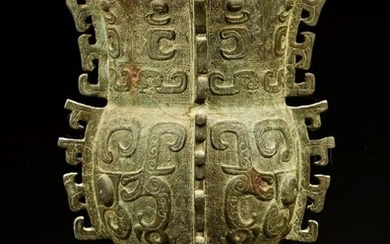 Archaic bronze wine vessel, (ZUN) late Shang Dynasty, 13th / 12th Century BC