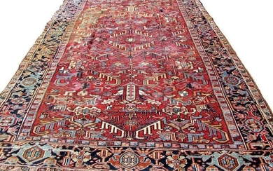 Handmade antique Persian Heriz rug 7.10' x 10.8' (235cm