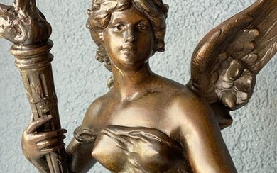 Louis Moreau (1855 - 1919) - Impressive statue of a winged female figure - 54 cm - Marble, Spelter - Late 19th century