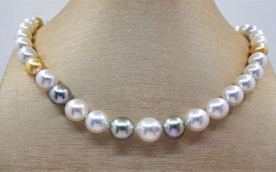 United Pearl - 9x11.5mm Lustrous Saltwater Pearls - 14 kt. Yellow gold - Necklace