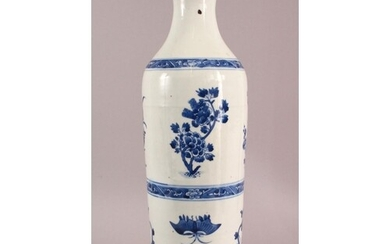 A GOOD LARGE CHINESE TRANSITIONAL PERIOD BLUE & WHITE PORCEL...