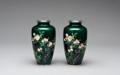A PAIR OF ANDO STYLE GINBARI CLOISONNÉ VASES