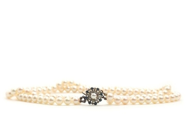 A pearl necklace set with numerous cultured pearls app. 7.5 mm. L. 42 cm. And a sapphire-and diamond clasp. – Bruun Rasmussen Auctioneers of Fine Art