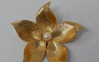 CHRISTIAN DIOR: 14ct Yellow Gold GROSSE Flower Brooch Set wi...