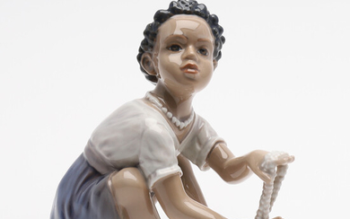 FIGURE IN THE FORM OF GIRL WITH PEARLS, PORCELAIN, DAHL JENSEN.