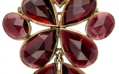 14K. Yellow gold brooch/pendant set with approx. 47.77 ct. garnet.