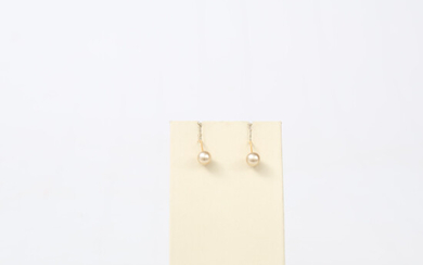 EARRINGS, 18 K gold and synthetic pearls, a pair, total weight 2. 1 grams.