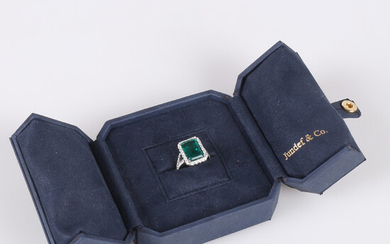 RING in 18K in white gold with emerald 4. 0 ct and diamonds approx. 0. 95ct.
