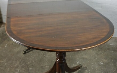 Regency style Mahogany Twin Pedestal Dining Table, With an additional leave, Raised on ring turned