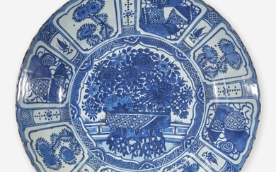 """A large Chinese blue and white """"Kraak"""" porcelain charger 克拉克瓷青花大盘 17th century 十七世纪"""