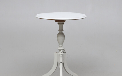 PILLAR TABLE, first half of the 20th century.