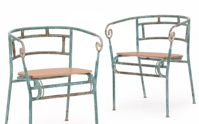 Unknown design: A pair of patinated green painted iron cafe chairs. Later mounted seat of terracotta painted wood. (2) – Bruun Rasmussen Auctioneers of Fine Art