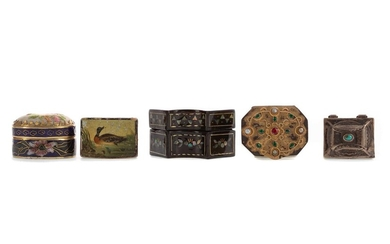 A COLLECTION OF FIVE LATE 19TH/EARLY 20TH CENTURY PILL BOXES