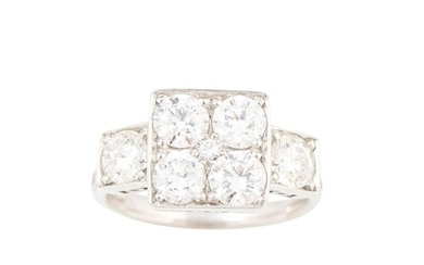 A DIAMOND CLUSTER RING, the four brilliant cut diamonds to t...