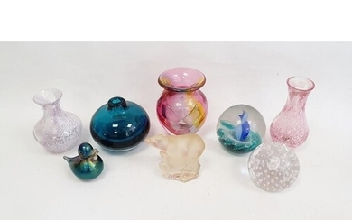 Collection of glass to include three Caithness vases, a Cait...