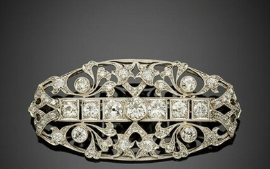 Round and old mine diamond platinum brooch in all ct. 7