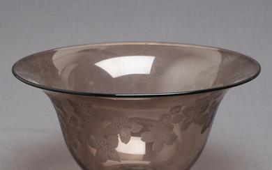 SIGURD PERSSON / LISA BAUER. Bowl, smoked glass, engraved decoration, unsigned.