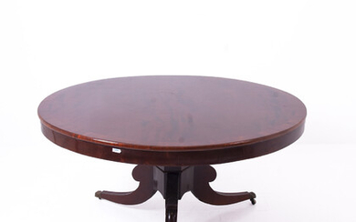 Wooden round table. England. Early 19th century