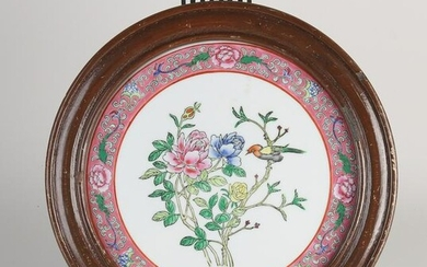 Chinese Family Rose plaque in frame Ø 24 cm.