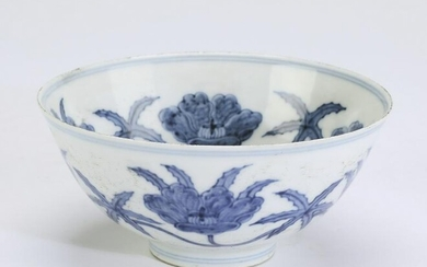 Chinese Ming style bowl with hibiscus blossoms