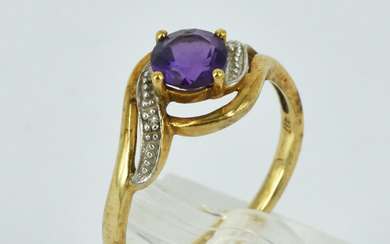 A 10CT GOLD AND AMETHYST CROSS-OVER RING