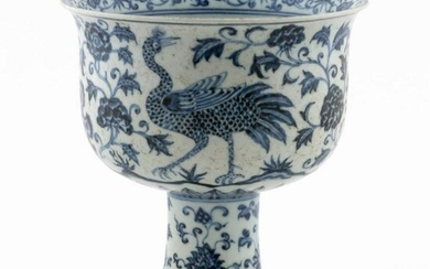 CHINESE BLUE & WHITE PORCELAIN FLORAL STEM CUP