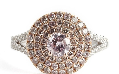 A diamond ring with a natural fancy light purplish pink diamond weighing app. 0.36 ct. and light pink diamonds weighing app. 0.75 ct., mounted in 14k gold. GIA. – Bruun Rasmussen Auctioneers of Fine Art