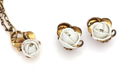 Georg Jensen: A porcelain jewelery collection comprising a necklace and a pair of ear clips each set with a porcelain rose, mounted in gilded sterling silver. – Bruun Rasmussen Auctioneers of Fine Art