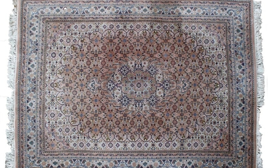 (-), Hand-knotted wool rug with oriental decor, 250x203...