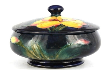 A 1930S/40S MOORCROFT LIDDED BOWL tube lined and d