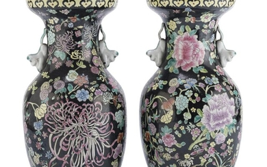 A PAIR OF CHINESE POLYCHROME PORCELAIN VASES. 20TH CENTURY.