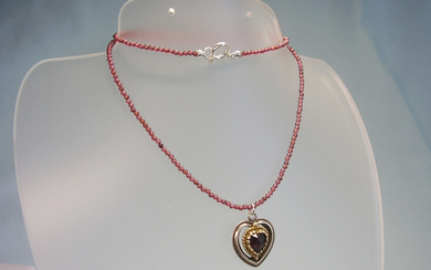 GARNET NECKLACE WITH HEART PENDANT.