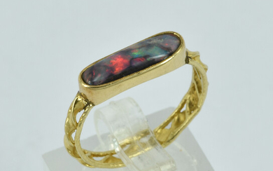 A 14CT GOLD AND BOULDER OPAL RING
