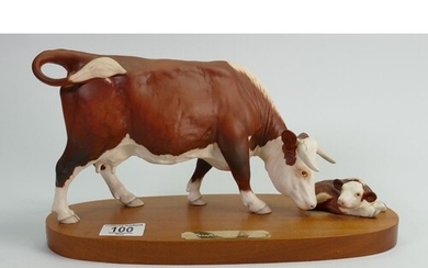 Beswick connoisseur Hereford cow & calf: on wood base.